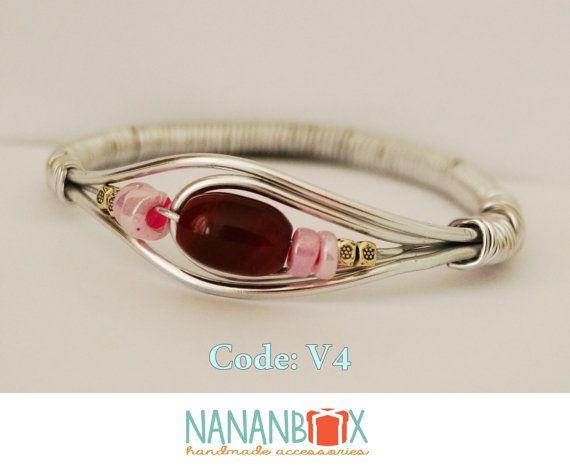 Red eye bracelet  Code: V4 by NananBox on Etsy