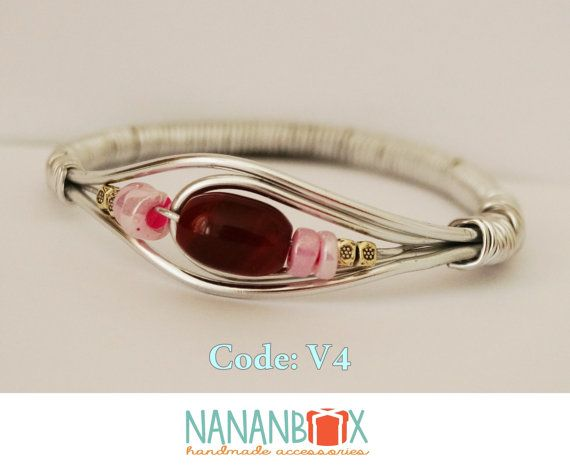 Red eye bracelet  Code: V4 by NananBox on Etsy