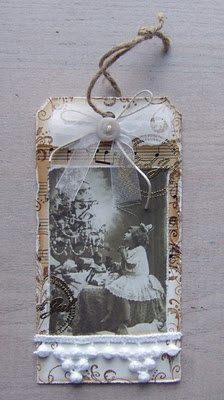 Beautiful tag...use for Christmas? Child? Scrapbook page?