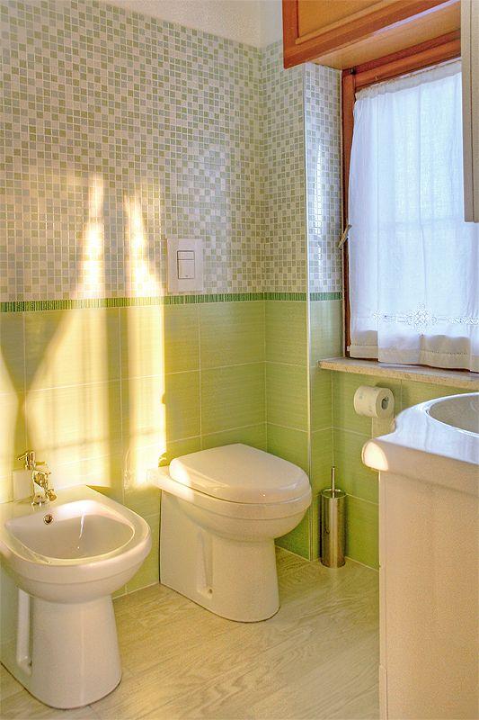 17 migliori idee su bagni verdi su pinterest arredo - Piastrelle bagno verdi ...