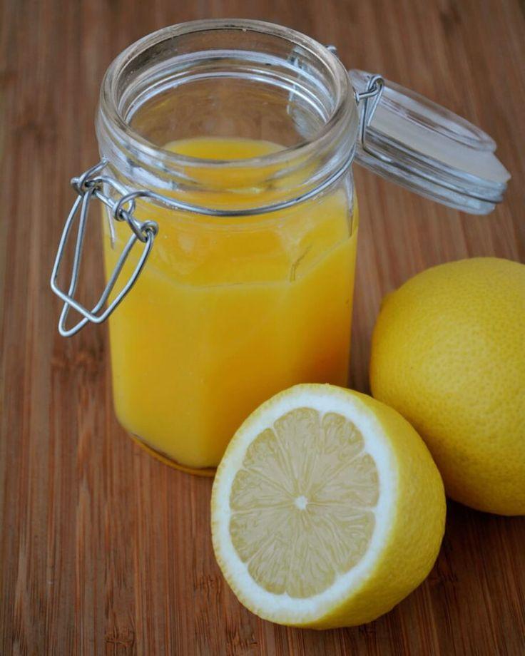 Få opskriften på en lækker Lemon Curd, som du kan bruge på boller eller som ingrediens i dine kager.