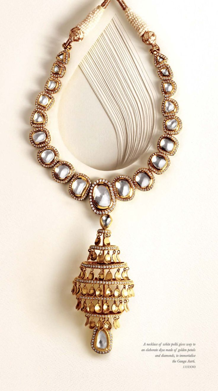 Banaras by @zoyajewels. Indian wedding jewelery. Kundan and gold necklace