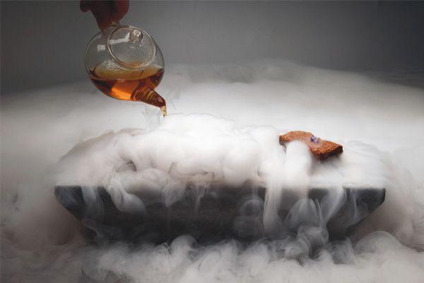 Kuru buz ile müşterilerinizi şaşırtın. http://blog.cafemarkt.com/son-donem-konsepti-kuru-buz/