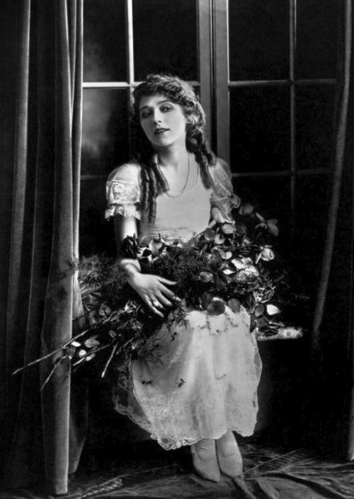 1000 Ideas About Mary Pickford On Pinterest Silent Film Silent Film Stars And Douglas Fairbanks