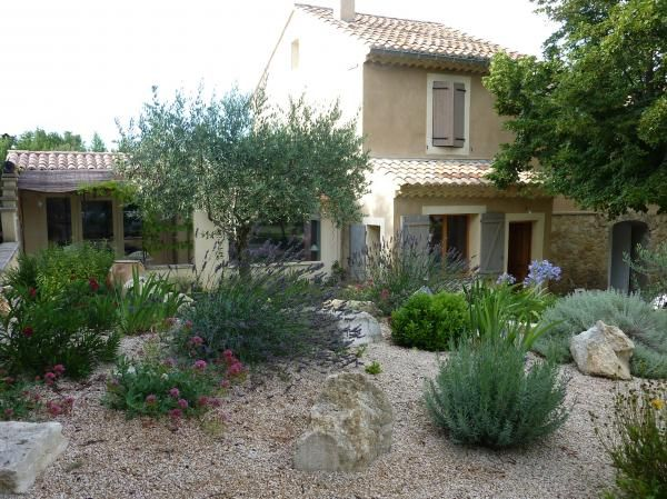 49 best jardin mediterraneen images on pinterest dry garden mediterranean garden and useful tips. Black Bedroom Furniture Sets. Home Design Ideas