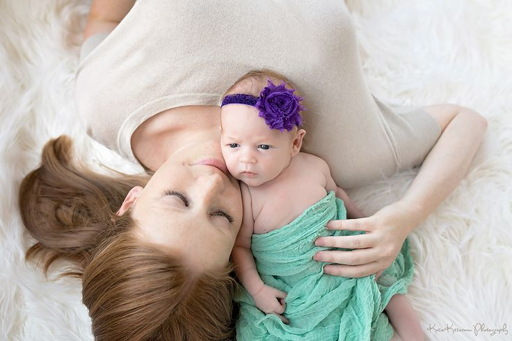 Mom and baby newborn photography katie kitterman photography des moines ia