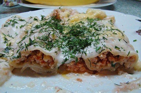 Каннеллони с мясной начинкой под соусом бешамель