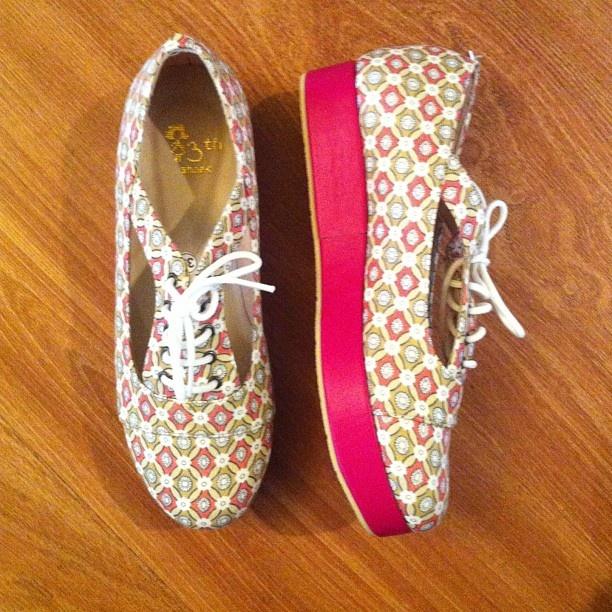 .Platform shoes flower square by @13thshoes #loubelleshop