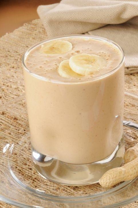 Batida de banana e pasta de amendoim.   11 ideias rápidas de café da manhã para parar de gastar dinheiro na rua