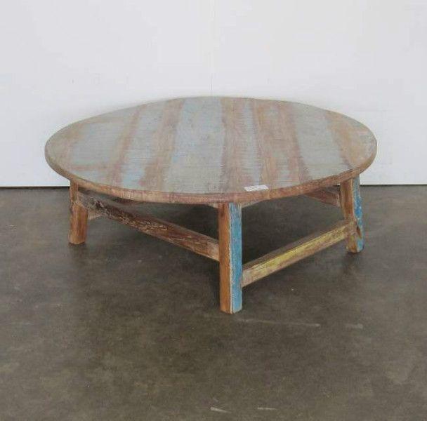 Brocante salontafel in leuke kleuren. Deze ronde salontafel die gemaakt is in een brocante stijl staat erg leuk in een interieur met andere brocante meubels.
