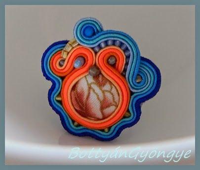 Narancs - kék aszimmetrikus sujtás gyűrű / Orange - blue asymmetric ring smites