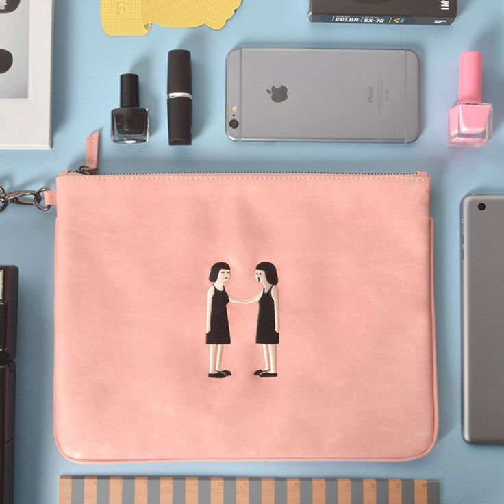 16.40$  Buy now - http://aligvg.shopchina.info/1/go.php?t=32521228233 - KIITOS New  product strange girl series fresh fashion flat bag Ipad bag handbag on sale  #buyonlinewebsite