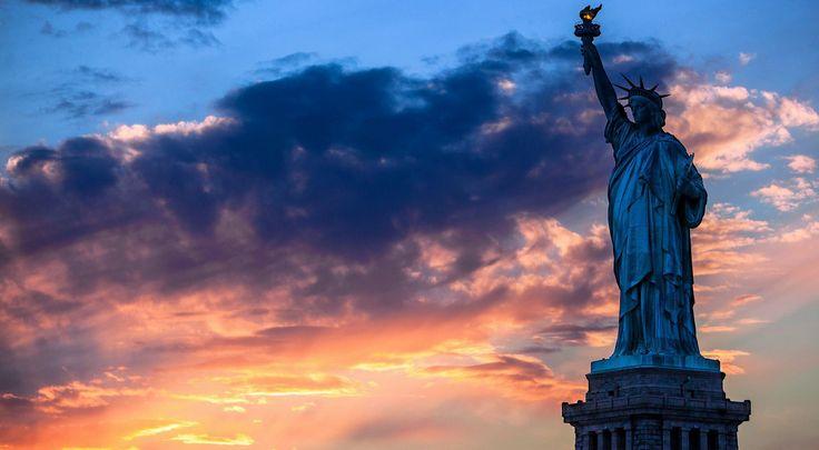 Statue Of Liberty At Night Wallpaper