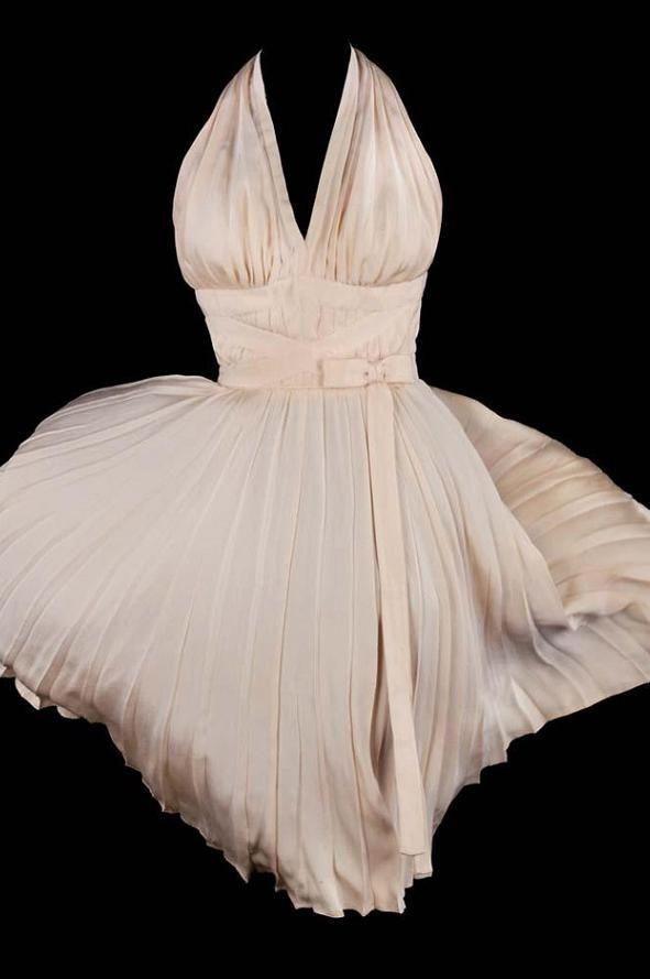 Los 7 vestidos más caros que fueron usados por famosos en el cine - http://vestidosglam.com/los-7-vestidos-mas-caros-que-fueron-usados-por-famosos-en-el-cine/