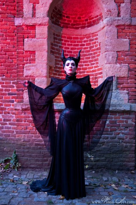 I love this as a modern Maleficent. But I could also use this as reference for a humanized Queen Alien Xenomorph