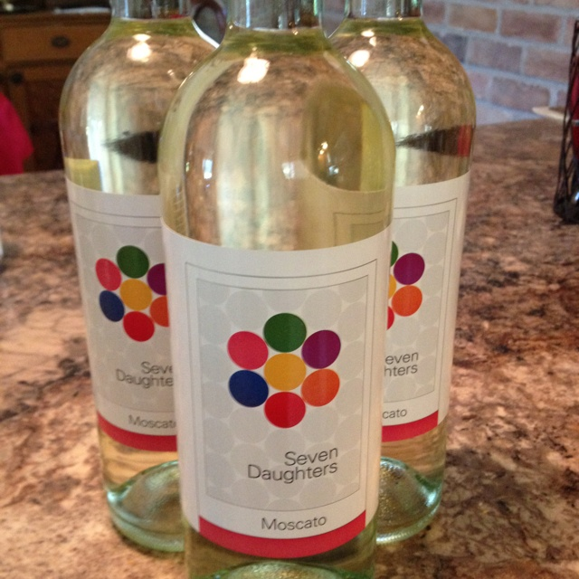 Seven Daughters moscato. Best wine ever! Smells and tastes like apples.