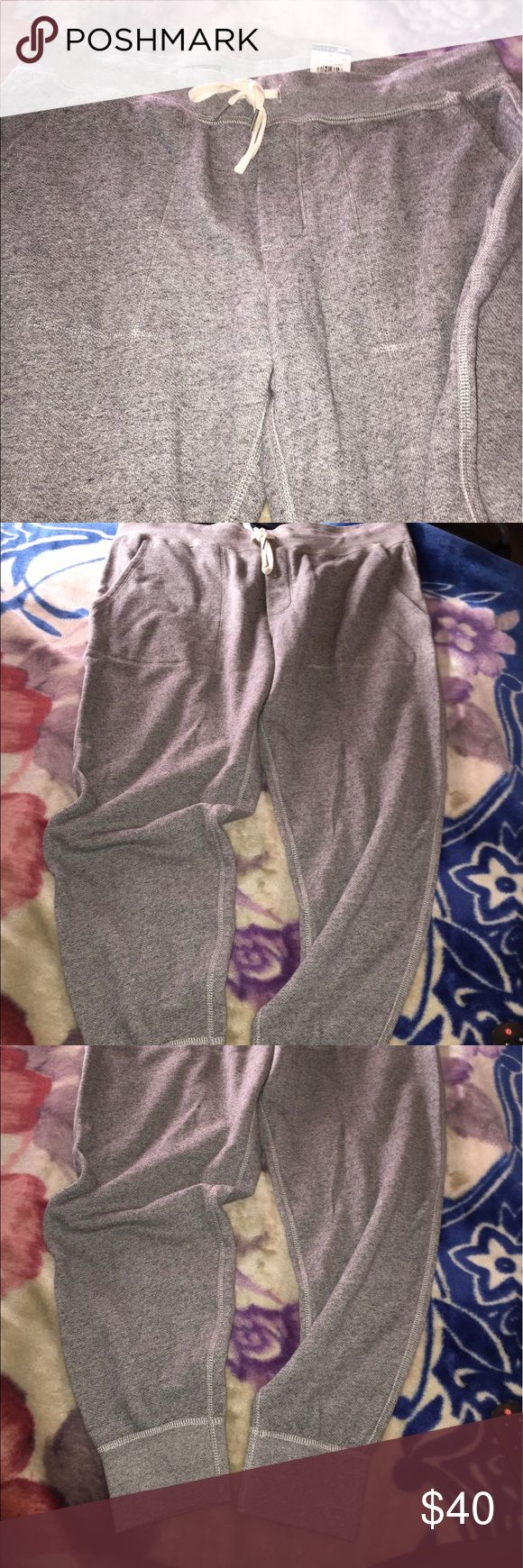 L men's NWT POLO RALPH LAUREN Grey sweatpants jogg New with tags,men's sz L , grey sweatpants with the cuffed bottom jogger style legs,great stylish warm pants for fall and winter with sneakers, great as a Christmas gift. Polo Ralph Lauren brand. Polo by Ralph Lauren Pants Sweatpants & Joggers