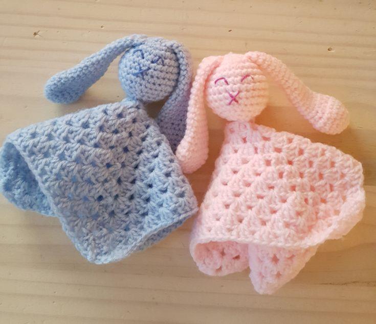 Knuffeldoekjes haken voor je eigen baby of als origineel kraamcadeau is altijd leuk om te doen. Wij hebben de schattigste patronen op een rijtje gezet.