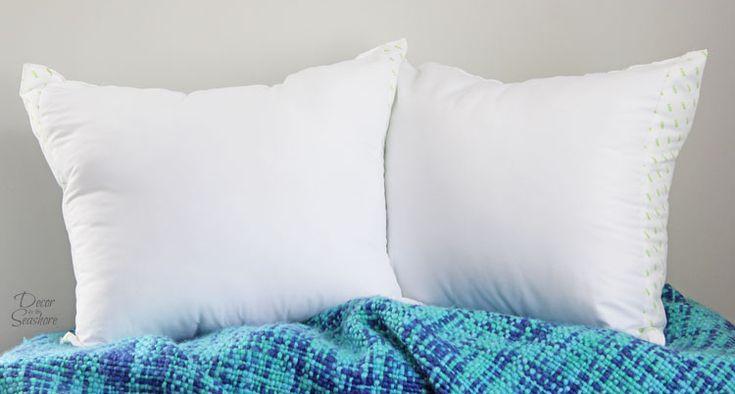 Decorative Bed Pillows Pinterest : 1000+ ideas about Decorative Bed Pillows on Pinterest Pillows on bed, Bed pillow arrangement ...