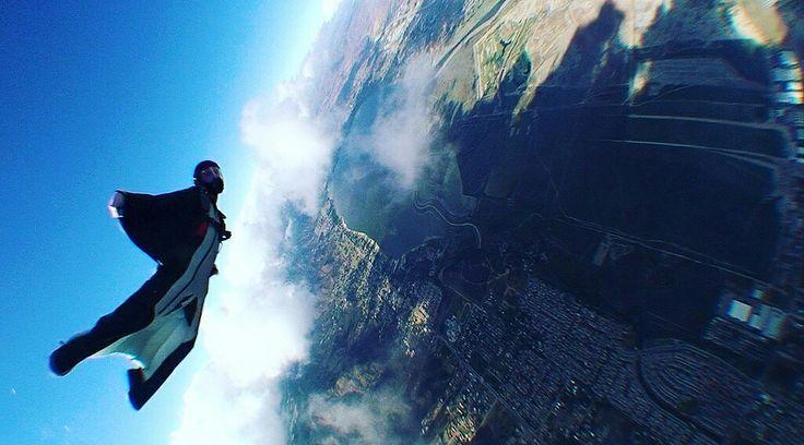 Tra gli #sport estremi di #tendenza 2017, resta sempre al primo posto l'uso della tuta alare: il #Wingsuit, anche chiammato Wingsuit flying!  Leggi tutto qui ☠
