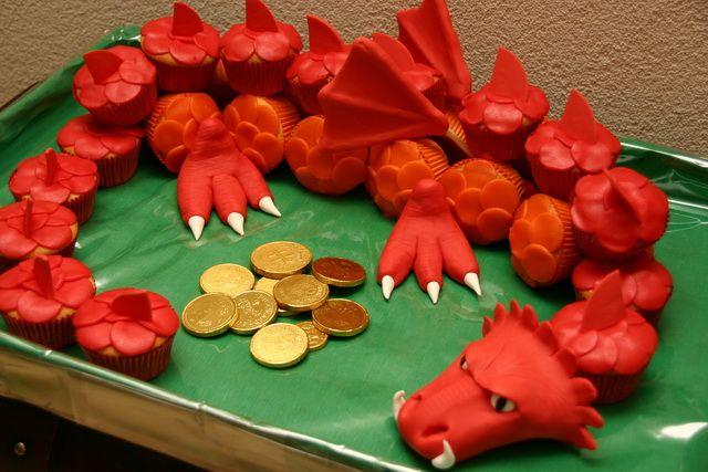cupcake dragon  @Teri McPhillips Lucero-Serrano