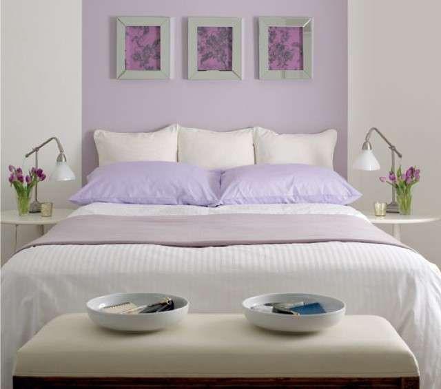 Abbinare due colori in una stanza - Parete camera da letto bianca e lilla