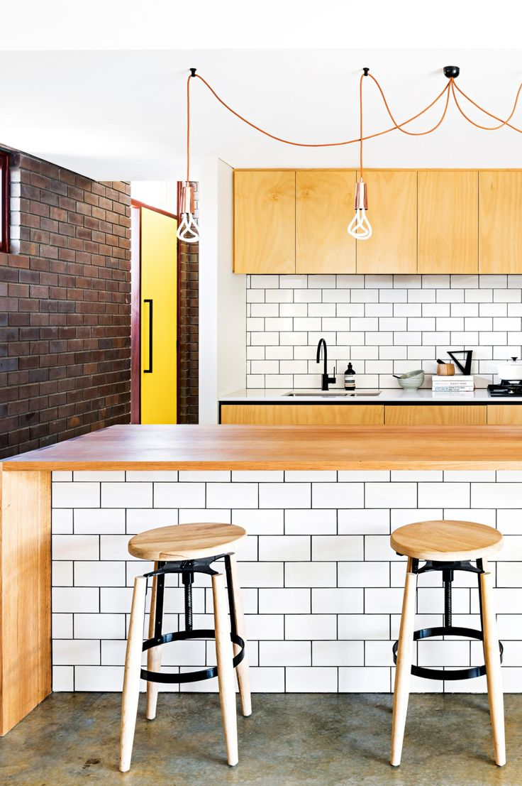 Style ideas from  modern urban home. Photography by Dion Robeson. Words and Styling by Anna Flanders. From the February 2017 issue of Inside Out Magazine. Available from newsagents, Zinio, https://au.zinio.com/magazine/Inside-Out-/pr-500646627/cat-cat1680012#/, Google Play, https://play.google.com/store/newsstand/details/Inside_Out?id=CAowu8qZAQ, Apple's Newsstand,https://play.google.com/store/newsstand/details/Inside_Out?id=CAowu8qZAQ, and Nook.