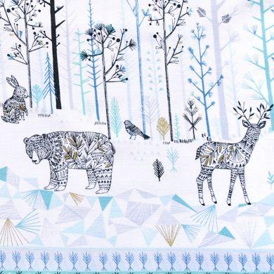 Dashwood Studio(ダッシュウッドスタジオ)「Norrland NORR 1215 Double Border」輸入生地通販。「Norrland NORR 1215 Double Border」は、イギリス・シェフィールドを拠点とするイラストレーター Bethan Janine がデザインした森の動物たちがモチーフの生地。スウェーデン・ノールランドの自然や動物がテーマのこの生地。繊細で細かい模様が体に施された動物たちがユニークな形の木々が並ぶ森を闊歩しています。真っ白なベースと寒色系の模様はしんしんとした北国の空気感にぴったり。所々に使用されたゴールドメタリックのインクも効果的に光ります。イギリス輸入生地・かわいい海外ファブリックが豊富な生地ショップ。