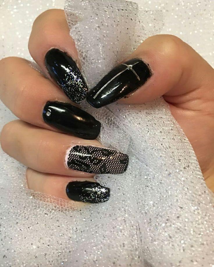Stunning glitter and lace   😍