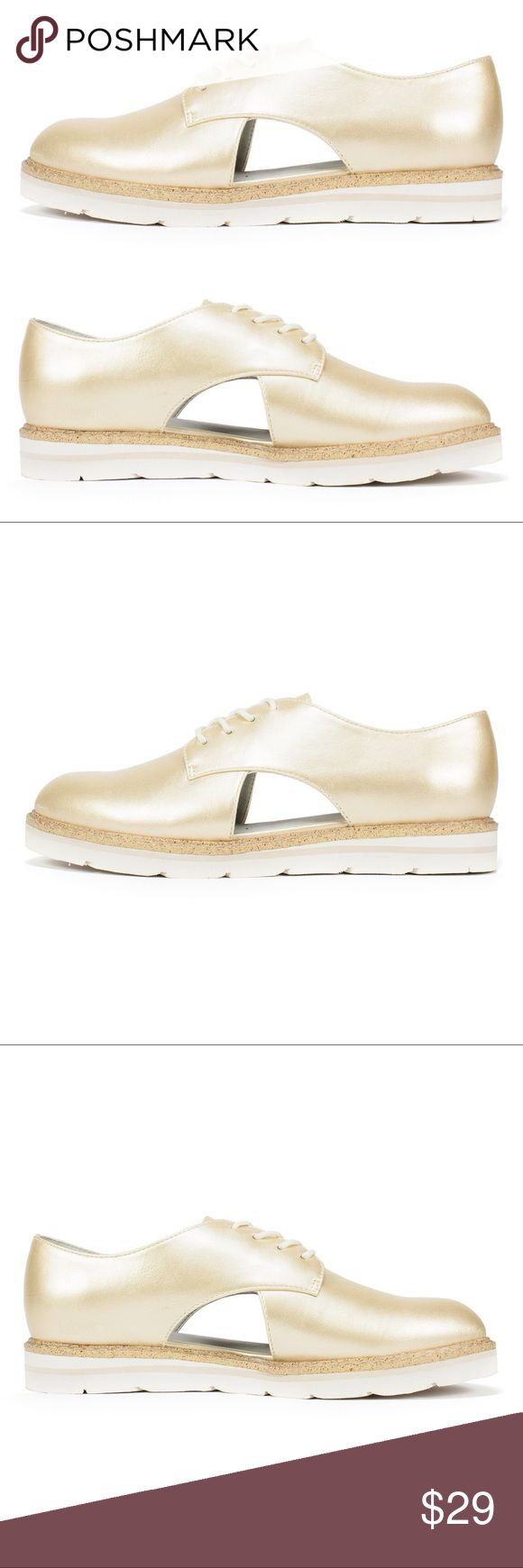 🍀 White Mountain cut out gold Oxford shoes 9 10 Brand new with tags, White Mountain gold cut out Timmy Oxford lace up shoes. Sizes 9 & 10 left. Wear with fun socks or ankle length trousers. Check out my other listings to bundle and SAVE! **Note: while these are new and never worn, the soles are dusty (prob from being tried on in store), if this will prevent you from giving me a 5 star rating, please skip this purchase. White Mountain Shoes Platforms