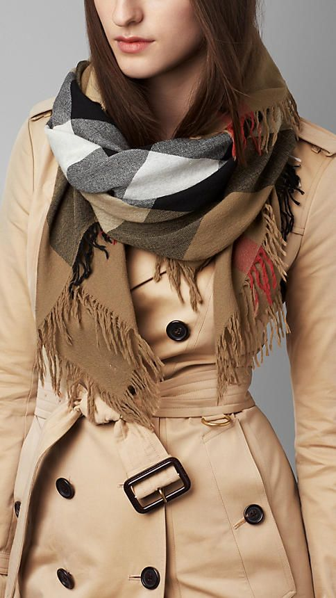 Burberry House check Check Wool Square - Large - Elegant check square scarf in extra fine Merino wool.