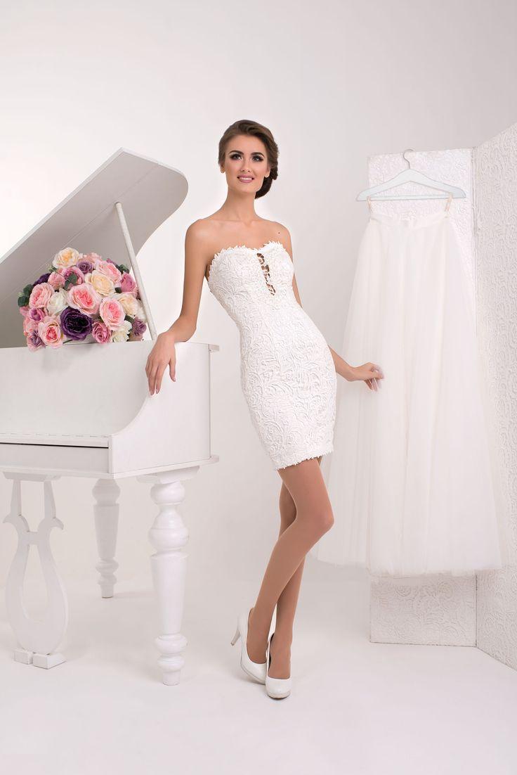 Elegantné krátke čipkované svadobné šaty bez ramienok