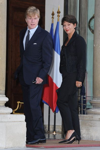 Sibylle Szaggars Photos - Actor Robert Redford with wife Sibylle Szaggars arrives at the Elysee Palace to receive the Legion d'Honneur on October 14, 2010 in Paris, France. - Robert Redford Receives Legion d'Honneur - Outside Arrival at Elysee Palace
