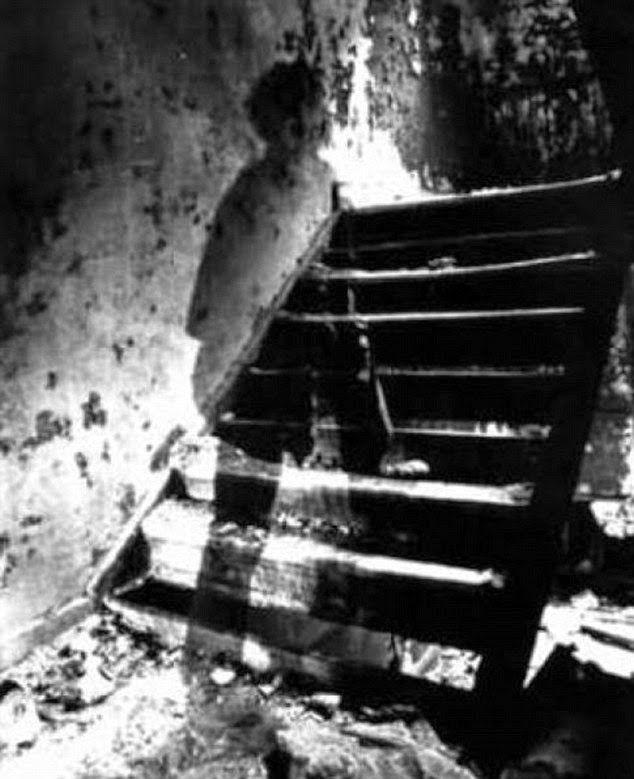 Ανεξηγητο: Οι πιο τρομακτικές φωτογραφίες φαντασμάτων!The scariest ghost pictures!