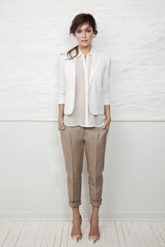 Business Outfit Frau blazer weiß hemd (Mix Wood)