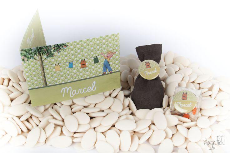 Magnifiek! retro marcel geboortekaart en doopsuiker: linnen zakje met button, doosje met button of magneet