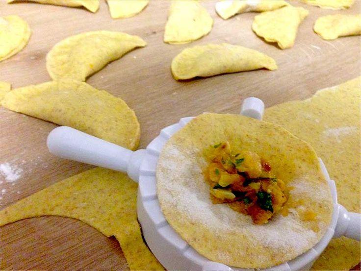 Ricetta per 4/5 persone Ingredienti: Pasta: 375 g di semola di grano duro 225 g di farina integrale