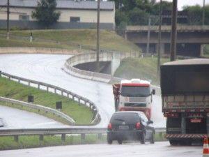 Comissão cobra medidas para evitar nova paralisação dos caminhoneiros +http://brml.co/1DQGeOd