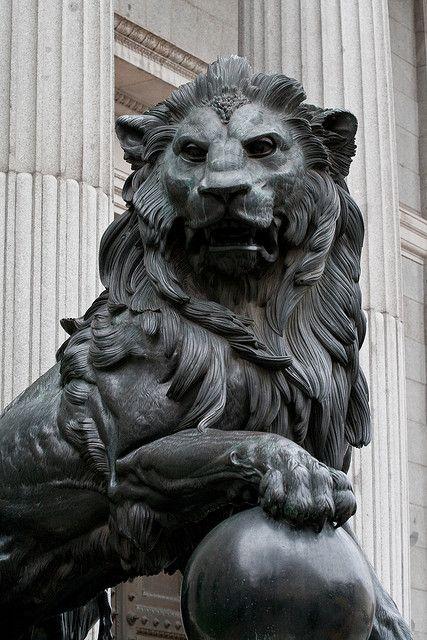 Best 25 lion sculpture ideas on pinterest statues for Greek sculpture tattoo