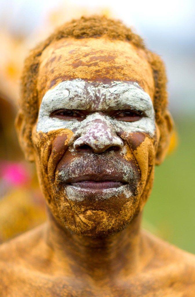Christophe Courtois est allé à la rencontre des ethnies papous pour cette superbe série de portraits en Nouvelle-Guinée, découvrez-les !