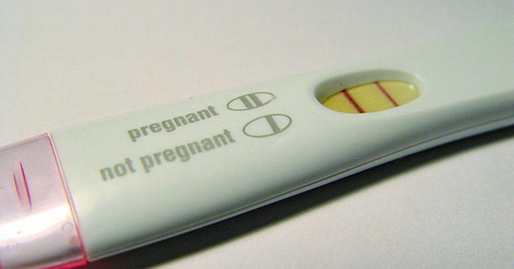 Cómo leer una prueba de embarazo de primera respuesta. Cuando una mujer queda embarazada, su cuerpo comienza a producir una hormona llamada hCG. Una prueba de embarazo mide la cantidad de hCG que se encuentra en la orina. La mayoría de las pruebas no pueden medirla hasta después del primer día en que una mujer pierde su menstruación. Sin embargo, el EPT de primera respuesta (prueba temprana de ...