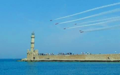 This weekend, Cretans commemorate the 74th Anniversary of the Battle of Crete via a plethora of events, impressive air shows and exhibitions. Honoring the veterans will fascinate you. Keep an eye out for special festive & solemn memorial services and combine with interesting visits to spots with the most vibe in Chania!