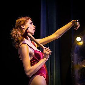 """Lucyna Szierok jako Brooke w spektaklu """"Czego nie widać"""""""