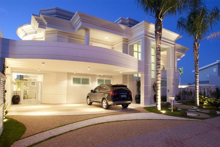 Fachadas de casas com pórticos - veja modelos modernos e clássicos! - Decor Salteado - Blog de Decoração e Arquitetura