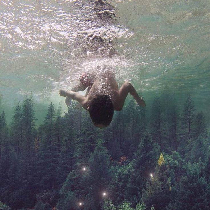 Nous avions déjà parlé l'année dernière du photographe Charlie Davoliet de ses photographies Instagram surréalistes (Le monde surréaliste de Charlie Da