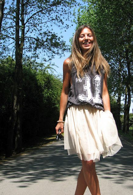 Love the dress down look with the casual T - so cute for a casual day yet still very girlie! Zara T Shirt, H & M Divided Skirt