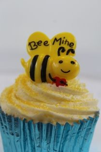 Be mine valentines bubble bee cupcake ring decorations from cupcake corner www.cupcakecorner.com