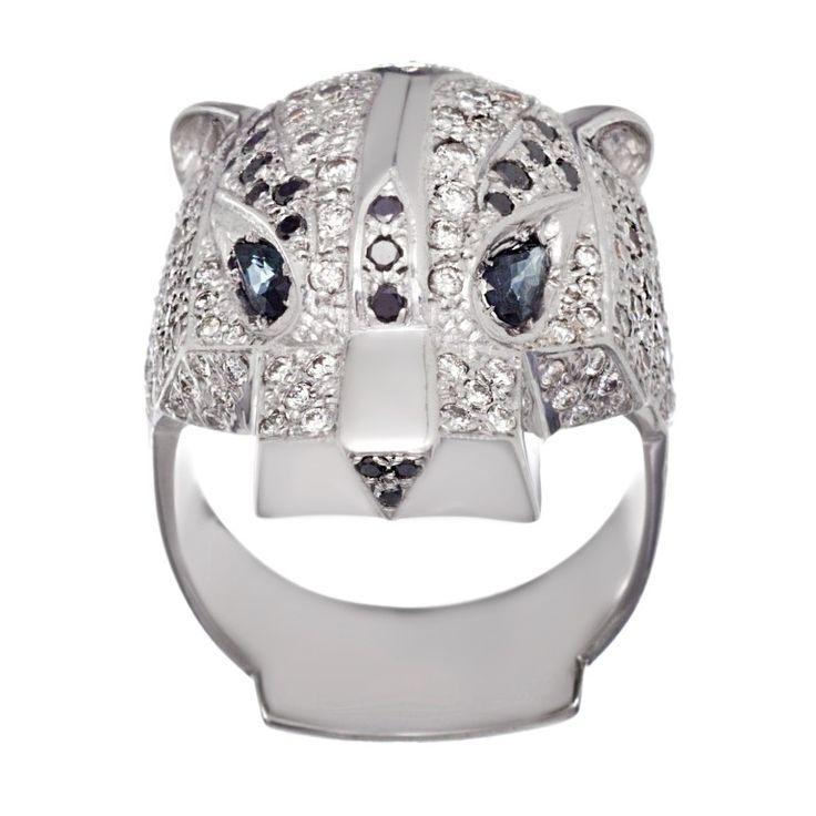 "Кольцо ""Ягуар"" из белого золота с сапфирами и бриллиантами."