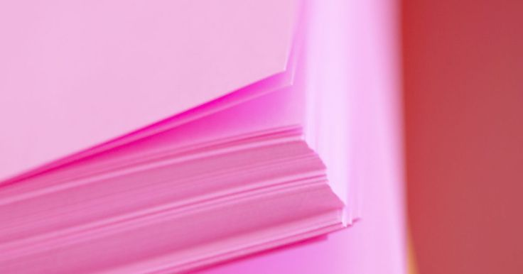 Cómo hacer un libro de tapa dura. ¿Eres autor, artista, maestro o artesano y deseas encuadernar tu propio libro de tapa dura? Puedes hacer libros de tapa dura con materiales básicos que probablemente ya tienes en la mano. Utiliza tus libros como diarios, álbumes de fotos o álbumes de recortes. Puedes hacer tus libros con tantas páginas como desees. Personaliza las tapas y puedes ...