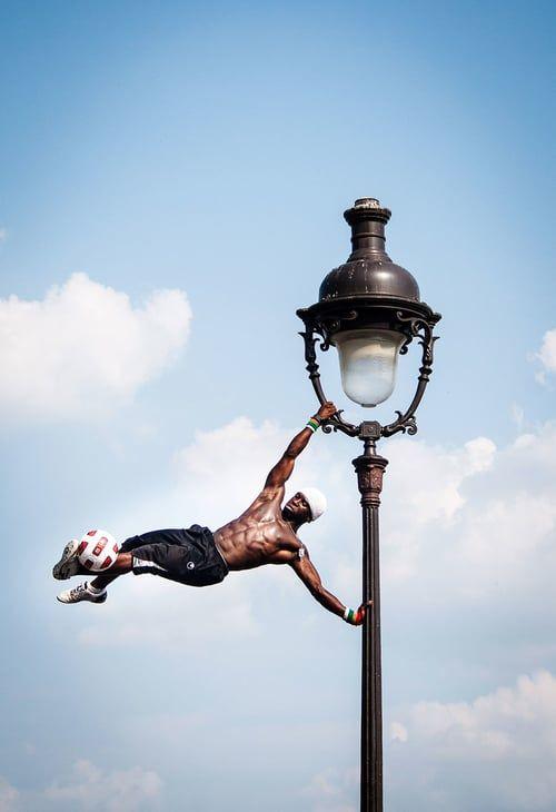 Paris_performer, Travel Photography, L&G Images, www.lauraandgrantimages.co.nz
